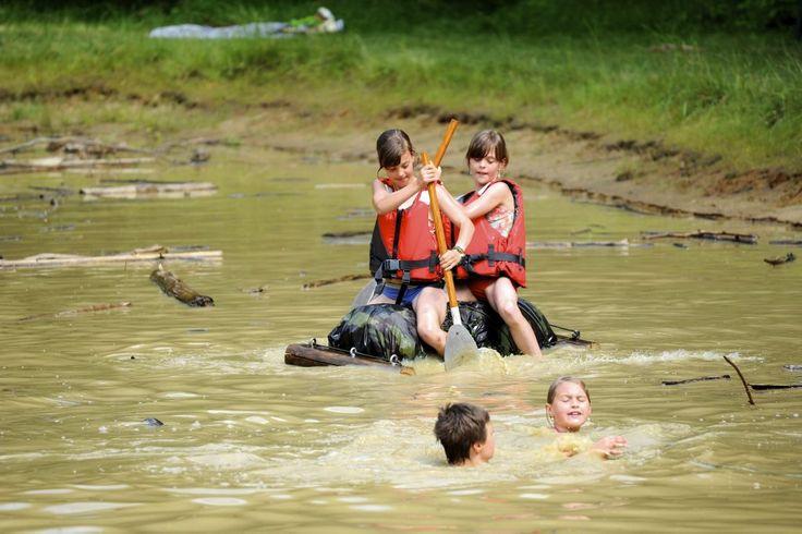 De Britse National Trust maakt zich zorgen omdat steeds meer kinderen amper buiten spelen en het gros van hun tijd doorbrengen voor de televisie of de (spe...