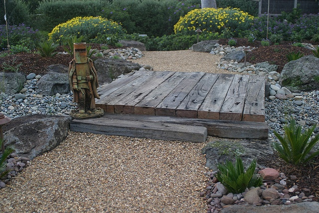 Xeriscape: dry Australian garden by decor_pebble, via Flickr