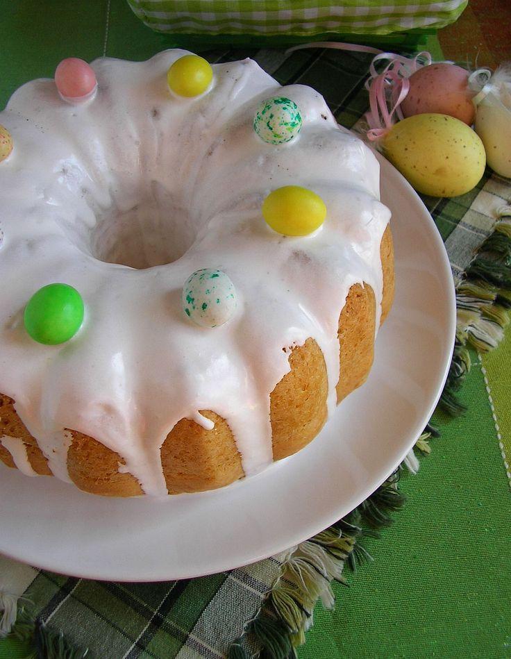 Na Wielkanocnym stole nie może zabraknąć pysznych słodkości i oczywiście bab ek . Babka piaskowa to jedna z moich ulubionych. Jest krucha i ...