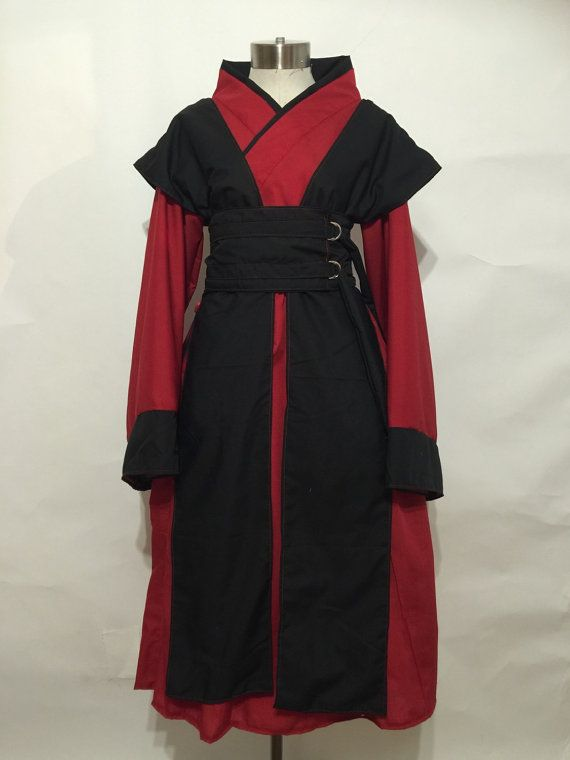 La Reine Amidala Costume Comprend ; kimono, superposition et obi  -Double col -Manches évasées avec sa garniture plate -« Gilet » overlay (amovible)