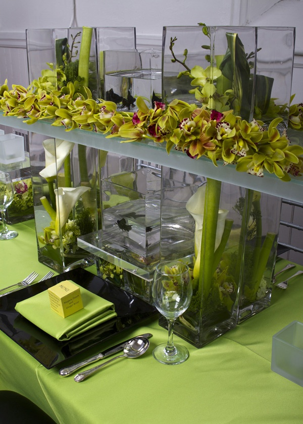 ET LOFTE EVENTS: Lime and Black fish centerpiece - Awesome, but totally simplified.. I like the square look though.