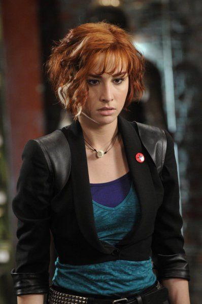 Cropped jacket. Allison Scagliotti (Claudia Donovan) in Warehouse 13