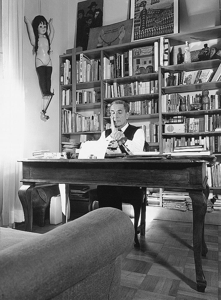 """Dino Buzzati nel suo studio di Milano.  """"La Lombardia e le Alpi"""", Spazio Oberdan, Milano, 17 maggio-7 luglio 2013. Ingresso libero.   http://www.provincia.milano.it/cultura/manifestazioni/oberdan/la_lombardia_e_le_alpi/index.html"""
