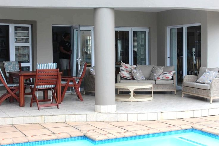 https://www.wheretostay.co.za/julie-at-the-beach-self-catering-accommodation-sheffield-beach-north-coast