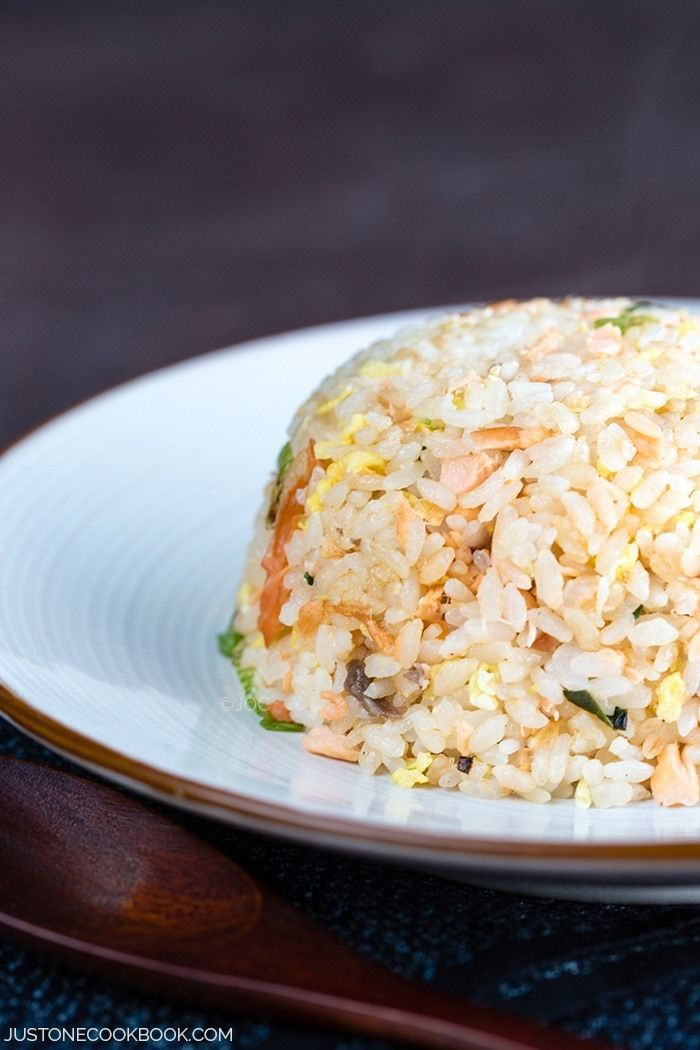 You will LOVE this #delicious Salmon Fried Rice. Try this Japanese-inspired comfort food during mealtime this weekend.