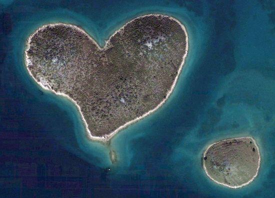 This is an actual island (Croatia) o.o cute right? :D