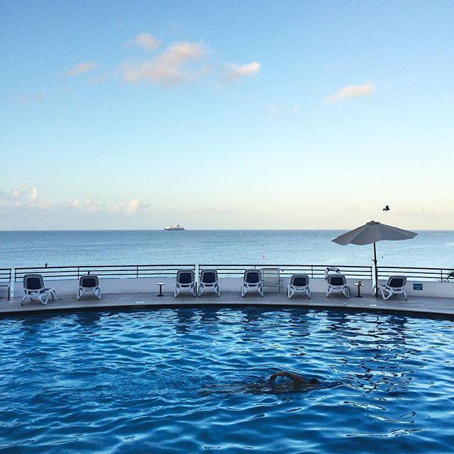 Instagrammerii noștri @yesmyfriend și @visualcri au ajuns azi în #Martinique! Urmăriți #10anizecidepremii și #nouleSky pe Instagram pentru a descoperi în timp real insula exotică și toate secretele ei, alături de cei doi. P.S. Înscrierile în concursul cu premiu o vacanță în Martinique sunt încă deschise: http://bit.ly/1Ta7kpV