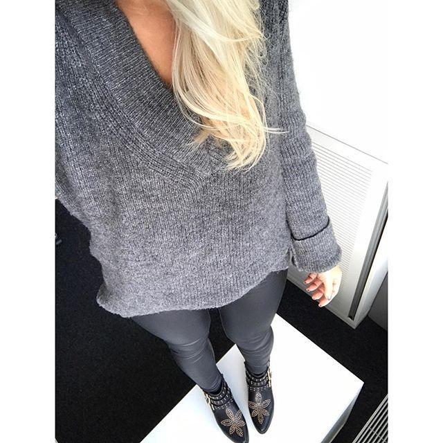 Meine Hose ist von @andsisters.de 👌🏼 Pullover von @zara__europe (leider letztes Jahr) Schuhe @deichmann_schuhe 🙌🏼 #Daily #ootd #outfitoftheday #fashion #blogger #grey #zara #look