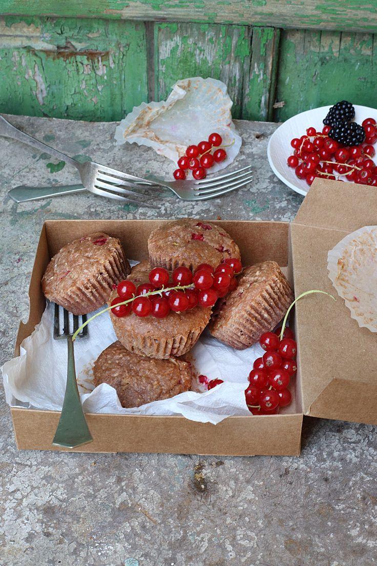 redcurrant coconut zucchini muffins / Zita Csigó Photography&Styling