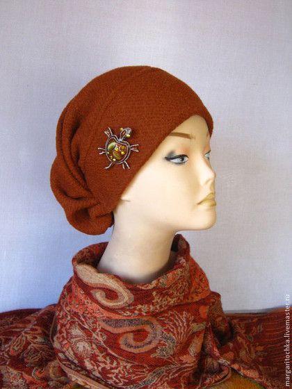 Купить или заказать 'Алиса' шерстяная шапочка осень-зима в интернет-магазине на Ярмарке Мастеров. Прекрасный , женственный, оригинальный, очень комфортный, авторский головной убор на весну-осень и так же мягкую зиму. Из прекрасной вареной шерсти. В отличии от предыдущих шапочек, без всякого декора. Как говорится, простенько и со вкусом. Разные цвета и размеры, перед покупкой нужно уточнять наличие.Обычно все на заказ по вашему размеру. Изнутри передняя часть шапочки утеплена флисом, т.