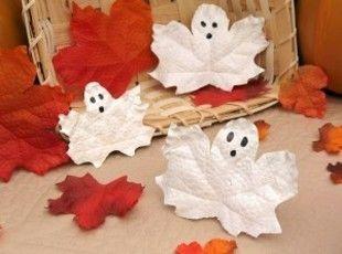 Decorazioni con le foglie secche per halloween