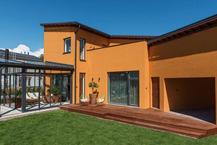 Lammi-Kivitalo Casa del Limonin takapihalla voi nauttia auringon lämmöstä. www.lammi-kivitalot.fi