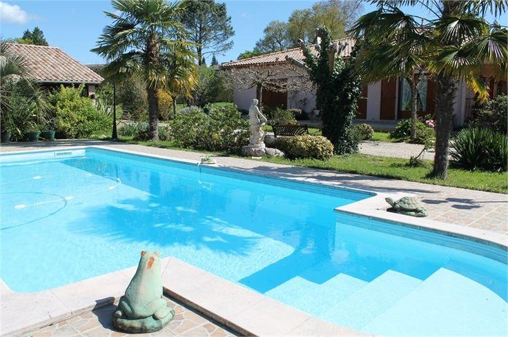 A Belin Beliet, à vendre maison de plain pied de 154 m².    Composée de 5 pièces dont 4 chambres.    Plus d'infos > Chantal Sicard, conseillère immobilier Capifrance.
