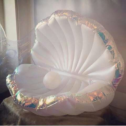 Sea shell blow up couch