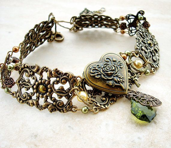 Vintage Brass Choker Personalized Moss Green and Gold Victorian Gothic Jewelry. €126,00, via Etsy.