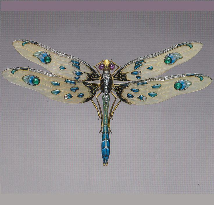 An Art Nouveau dragonfly brooch, by Louis Aucoc, French, circa 1900. Platinum, gold, enamel, diamond, emerald, ruby and horn. #ArtNouveau #Aucoc