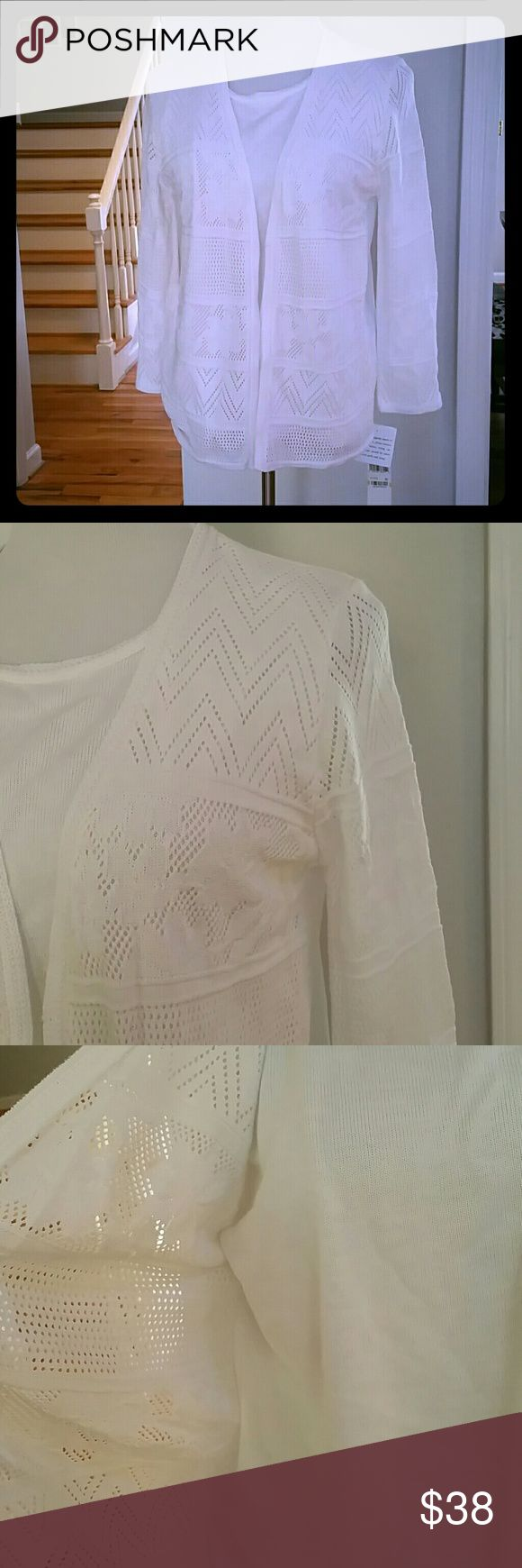 NWT ALFRED DUNNER TOP NWT Alfred Dunner Layered-Look Top Color : White  Size : Medium  Materials : 100% ACRYLIC Alfred Dunner Tops