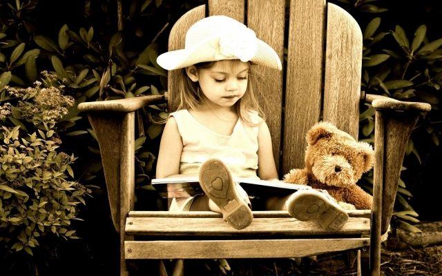 """A quina edat ha d'aprendre a llegir o escriure un nen? Com més aviat millor? La resposta és ben senzilla: un """"no"""" rotund i enorme amb llums intermitents."""