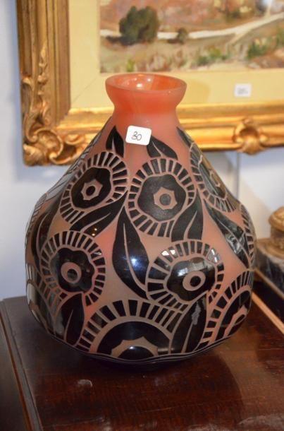 Charles catteau 1880 1966 vase boule en verre for Decoration vase en verre