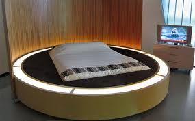 http://www.giwamaterassi.it/letti-rotondi-C333.html Letti Rotondi I letti rotondi donano un tocco di romanticismo alla vostra camera da letto. La loro forma circolare, la peculiarità e comodità di essere girevoli, li hanno assurti a nuova moda del momento. I letti tondi affascinano, conquistano, ed ora Giwa Materassi li mette in vendita on line in esclusiva per voi, permettendovi di creare un nido da perfetti innamorati. http://www.giwamaterassi.it/letti-rotondi-C333.html