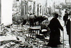 Guernica y sus gentes tras el bombardeo del 26 de abril de 1937.
