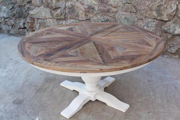 Lekkert håndprodusert rundt og stort spisebord. Bordplaten er laget av gammel alm etter gamle tredører. Understellet er hvitmalt, solid bjørk. Classic Living  https://classic-living.no/collections/bord/products/new-york-2-sort