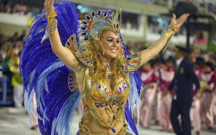 Bruna Almeida, rainha da bateria da Sao Clemente, samba na Sapucaí
