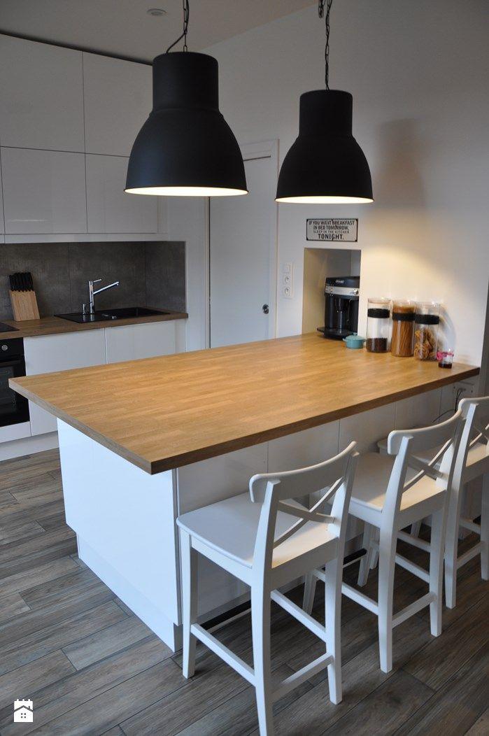 kuchnia z wyspą z drewnianym blatem - zdjęcie od olafredowicz - Kuchnia - Styl Skandynawski - olafredowicz