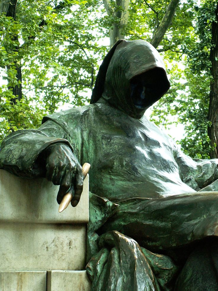 """Budapest - Városliget - statue to the """"Anonymus"""""""