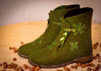 """Обувь ручной работы. Ярмарка Мастеров - ручная работа Войлочные полусапожки """"Зелень. Снежинки. Орешки..."""". Handmade."""