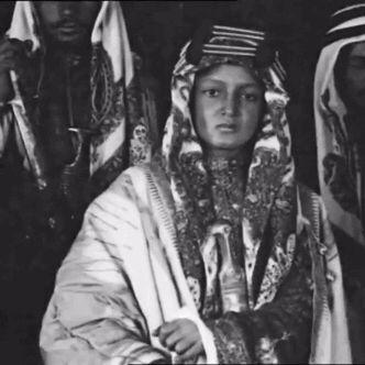 ibn-saud:    الملك فيصل خلال زيارته الى إنجلترا..