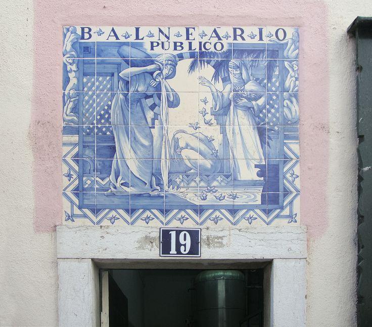 Lisboa | Alfama | Calçadinha de Santo Estevão [© Patrícia Nóbrega] #Azulejo #AzulejoDoMês #AzulejoOfTheMonth #Água #Water #Lisboa #Lisbon