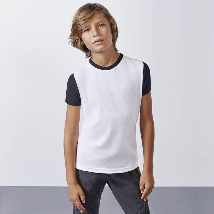 Camiseta Onawa 7135 niño manga corta de Roly. Perfecta para personalizar debido a su tejido especial para la sublimación. Ligera y transpirable.