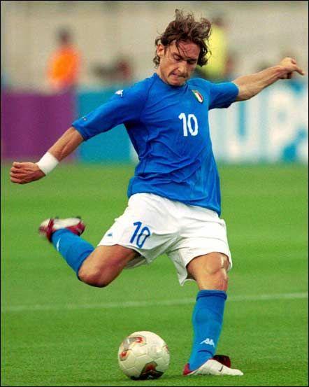 Francesco Totti vistiendo la camiseta de italia en la Eurocopa 2000