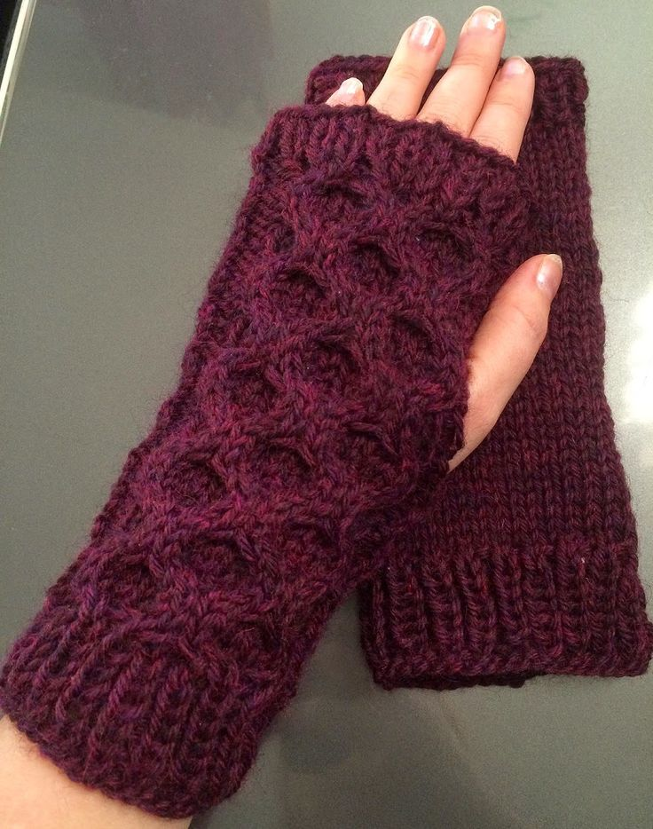 A needle and some thread: ... and mitts to match: Honeycomb Mitts