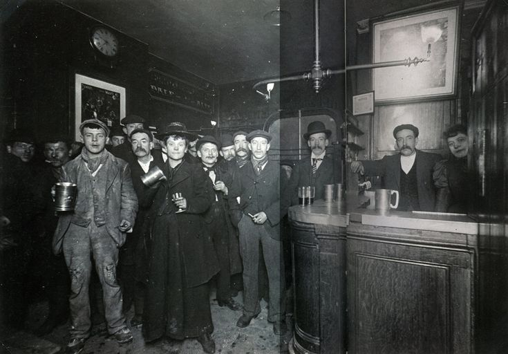 L'intérieur d'un pub de Londres en 1898 - La boite verte