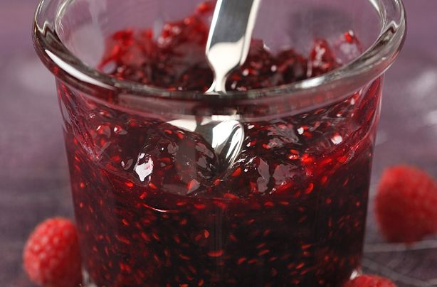 Raspberry jam recipe - this lovely traditional recipe is packed full of summery fruit! It takes 40 minutes to make, and only 3 ingredients! So get cooking!