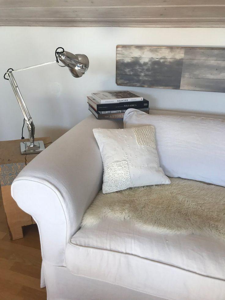 Handgemachtes Deko-Kissen aus weißem ripped Leinen mit Strickmuster im Shabby-chic, Landhaus, Vintage und Boho Stil