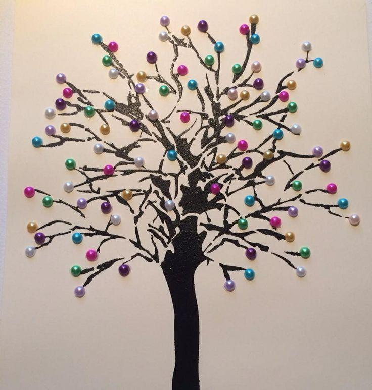 Schablon och pärlor blev ett önsketräd.
