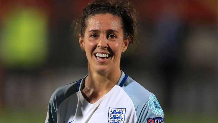 England women's star Fara Williams scores direct from kick-off vs. Arsenal