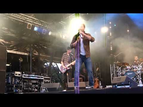 ▶ Alfie Boe- 'That's Alright Mama' & 'Suspicious Minds' Carfest South 24.08.13 HD - YouTube