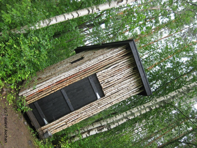 A good looking outhouse in Linkkumylly, designed by Ristomatti Ratia