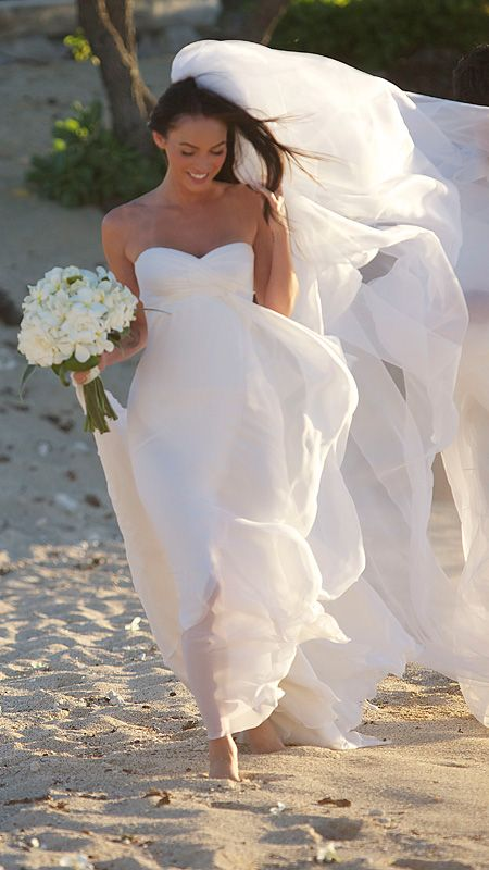 Megan Fox and Brian Austin Green escaped to a Hawaiian beach for their 2010 wedding. Fittingly, the bride wore a flowing silk chiffon Armani Prive gown and skipped shoes for her walk in the sand.