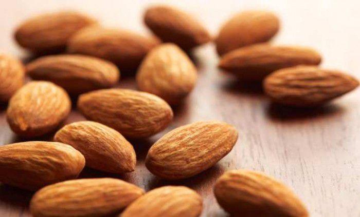 Manfaat Kacang Almond - Almond adalah salah satu jenis kacang yang mempunyai rasa yang enak. Selain rasanya, kacang almond kaya akan vitamin dan nutrisi.