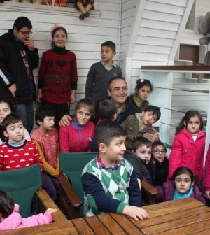 Pendikli engelliler bu kez Türkiye'nin ilk oyuncak müzesi olan İstanbul Oyuncak Müzesi'ni ziyaret etti. İstanbul Özürlüler Merkezi (İSÖM) öncülüğünde gerçekleşen müze ziyaretinde engelliler, aileleriyle birlikte 1900'lerin başından günümüze, farklı ülkelere ait oyuncakları yakında görme fırsatı bularak tarihi...      Kaynak: http://www.kartal24.com/2013/01/page/7/#ixzz2Jom6LDGq