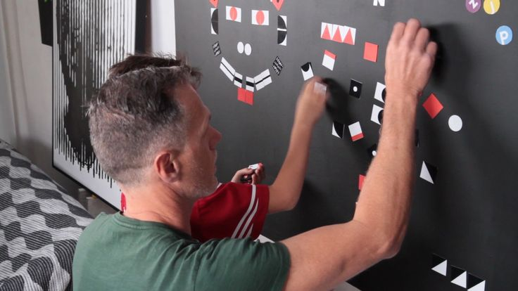 Teach shapes and colours with your magnetic wall