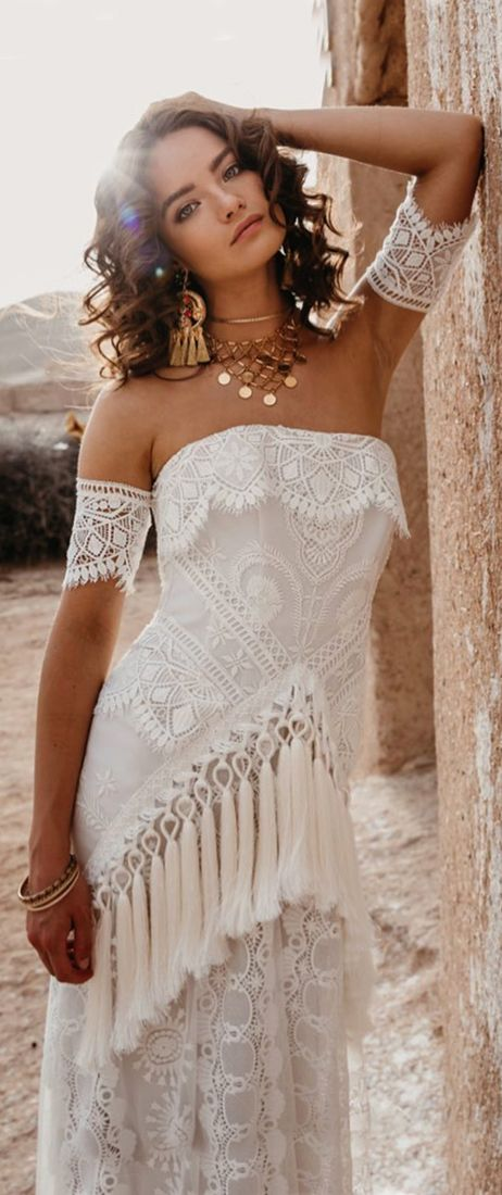 Long sleeves | deep v-neck wedding dress | Parisian style | Happy moment | E ...