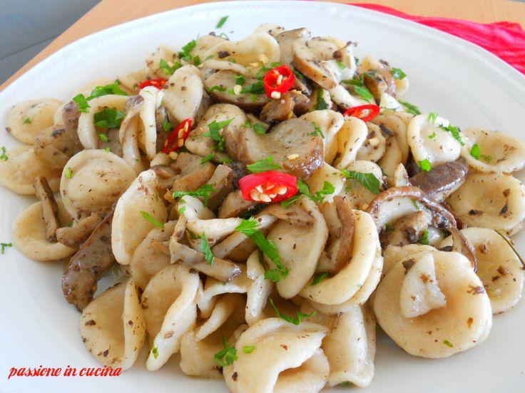 http://blog.giallozafferano.it/cuinalory/orecchiette-tartufo-e-funghi/ #funghi #orecchiette #pasta     àfunghi #umbria