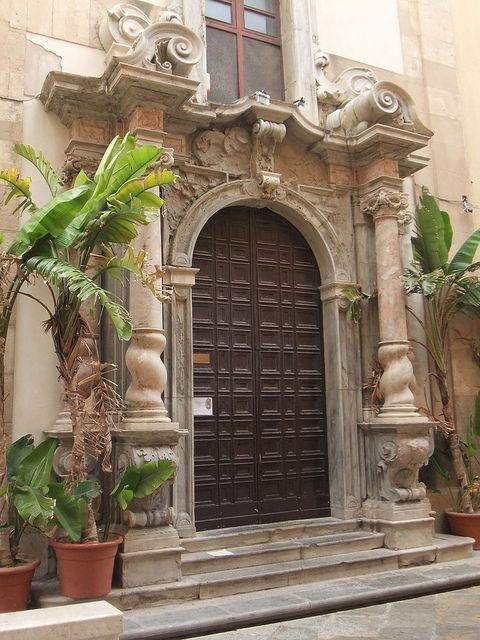 Tür in Trapani by solino_222, via Flickr ~ Sicily