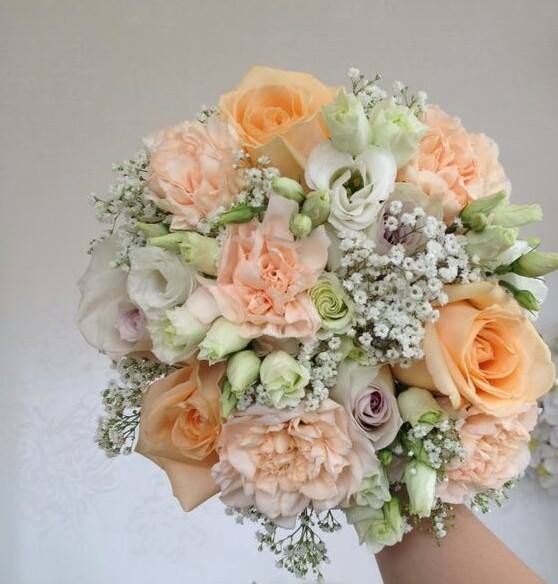 gyp, peach avalanche roses, earl grey roses, white lissianthus, peach carnations, bridesmaids